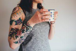 tatuagem flores mulher
